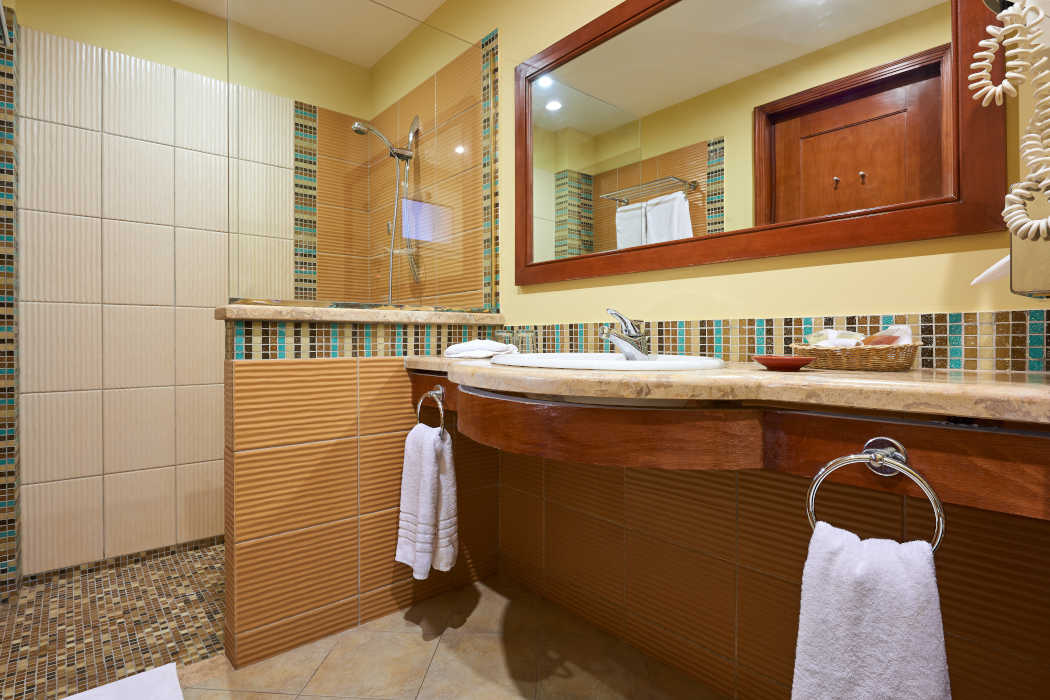The bathroom of Mosaique Beachfront rooms in Taba Hieghts Sinai with a wide mirror and shower