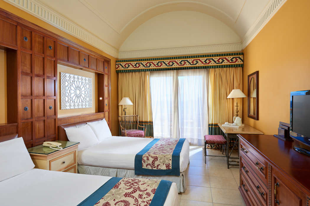 Mosaique beachfront room furnished with twin beds and TV and has a balcony overlooks the Red Sea